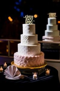 Wedding cake with bl