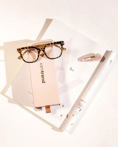 Use them as is for blue light protection or insert your perscription lenses for effortless trans-seasonal styling. Perfect for a babe on the move. Transitioning Hairstyles, Metal Pins, Prescription Lenses, Tortoise, Light Blue, Desk, Shape, Dinner, Clean Lines