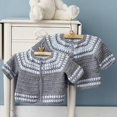 Chorrilho de ideias: Casaquinho bébé cinza e branco em crochet