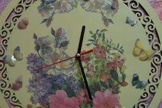 Reloj decorado a mano