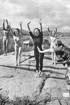 1962: Indra Devi teaching yoga in America ... #vintageyoga #yogahistory #1960s #yoga #yogalife #yogaworld #om