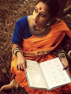 Natural Beauty in Orange Saree