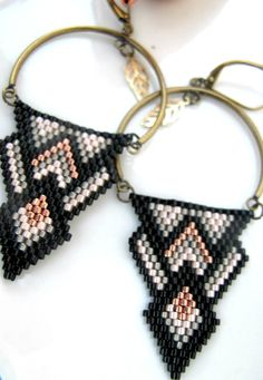 Boucles d'oreilles perles Miyuki : Boucles d'oreille par chatricotte Seed Bead Necklace, Seed Bead Jewelry, Beaded Jewelry, How To Make Earrings, Beaded Earrings, Beaded Bracelets, Bijoux Diy, Bead Art, Stone Beads