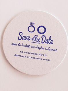 een #save the date uitnodiging op een bierviltje