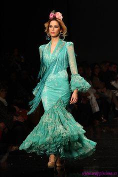 Flamenco Fashion by Pilar Vera, 2013 Flamenco Costume, Flamenco Dancers, Flamenco Dresses, Lace Dresses, Folk Fashion, Live Fashion, Estilo Popular, Mode Costume, Spanish Fashion
