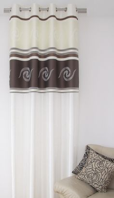 Zasłony ecru do salonu gotowe z brązowym ornamentem