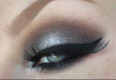 Grey Eyes: Metallic Grey Silver Glitter Smokey Eyes