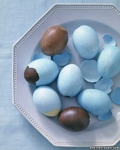 Chocolate Eggs   |   Good ole' Martha Stewart has done it again!  What an amazing idea - and normally I can't stand the woman! *lol*