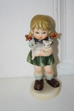 "VINTAGE 1973 AVON porcelain girl holding cat figurine 6"" x 2 1/4""D MINT I do have 2 of these and the other one has the tip of fingers chipped. $12.50"