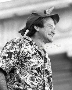 Robin Williams 090890-6