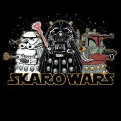 and Skaro Wars are Doctor Who mashed with ET and Star Wars Doctor Who Funny, Images Star Wars, Nerdy Shirts, Fandom Crossover, Star Wars Tshirt, Dalek, Superwholock, Geek Stuff, Darth Vader