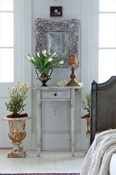 Idea to put some picture or mirror behind sewing table for night stand.