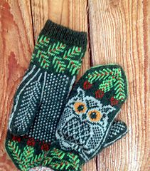 These mittens can be knit with absolutely any colors, dark on light, light on dark, doesn't matter. The PDF has charts both ways, you only have to pick which one you want to knit from. Cross Stitch Patterns, Knitting Patterns, Knit Mittens, Ravelry, Knit Crochet, Gloves, Owl, Socks, Charts