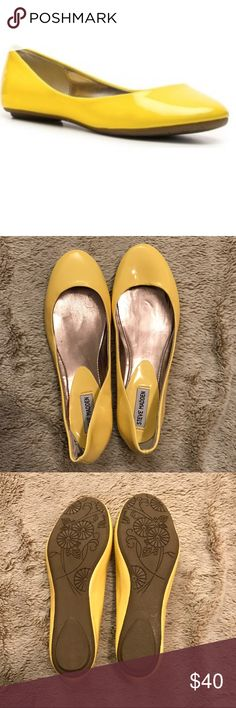 Steve Madden yellow flats Adorable yellow flats! These are the perfect pop of color to brighten up any outfit! Steve Madden Shoes Flats & Loafers