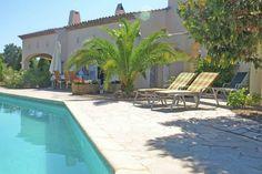 Vakantiehuis in Sainte-Maxime (Provence-Alpes-Côte d'Azur) Kom tot rust in deze Provençaalse villa, gelegen op heuvel, met zelfs uitzicht op een klein stukje van de baai van Saint-Tropez. Door de ligging in een natuurgebied bent u verzekerd van rust. Tevens z
