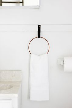 This DIY towel rack looks store-bought and professional, and it only takes a few minutes to make. Learn how to make this chic Easy DIY Hand Towel Ring and upgrade your bathroom on a budget. Towel Holder Bathroom, Bathroom Towels, Towel Holders, Sheila E, Bathroom Storage Solutions, Bathroom Organization, Towel Rings, Diy Interior, Interior Design