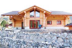 individuell geplantes Einfamilien-Blockhaus aus Naturstämmen ist ein Traumhaus
