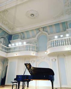 Grand pianos and concert halls