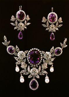 AMETHYST AND DIAMOND DEMI-PARURE.