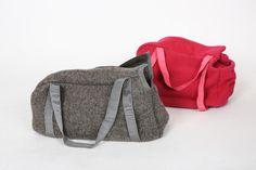 Nuova borsa per i nostri piccoli amici Ha due pratici manici che ci permettono di portarla a spalla o a mano E in caldo tessuto con una taschina