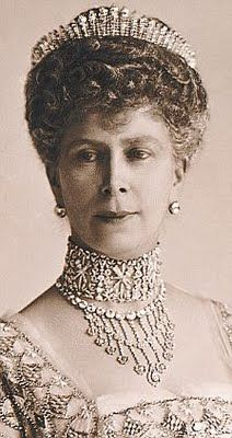Queen Mary of Teck, grandmother of Queen Elizabeth II, consort of King George V, wearing the Russian Fringe Tiara. Royal Crown Jewels, Royal Crowns, Royal Tiaras, Royal Jewelry, Jewellery, Princess Victoria, Queen Victoria, Queen Mary Of England, Queens Tiaras