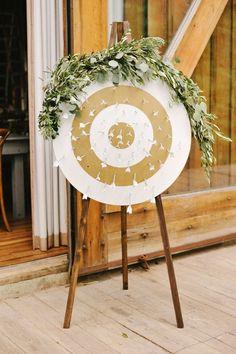 Arrow escort cards | Rebekah Westover Photography via boards.styleunveiled.com