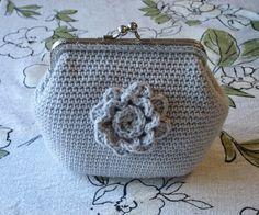 Langan päästä kiinni: Pulleroinen kukkapussukka Diy Projects To Try, Crafts To Do, Frame Purse, Crochet Purses, Crochet Bags, Drops Design, Crochet Fashion, Learn To Crochet, Mini Bag
