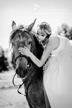 #horsewedding, #bride, #vintagewedding, #horse, #wedding, #vintage, #farm,  #alieskaphoto, #nature, #equestrian