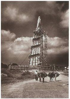Construccion del Monumento a los Niños Heroes (1945)