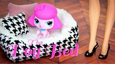 How to Make a Dolls Dog Bed - Doll Crafts. Need supplies for this Fabulous Craft? by request: Make this FABSOME Pet Bed for your dolls . this cozy bed is fun, easy and your dolls pets will LOVE them XD Official Website: . Diy Dog Bed, Cool Dog Beds, Diy Bed, Barbie Doll House, Barbie Dream, Barbie Dolls, Doll Crafts, Diy Doll, Accessoires Lps