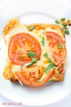 These super easy tomato cheese toasts is one of my favorite quick snacks to make for the kids after school. It is sort of an easy more filling snack that my kids love and super easy to prepare. Snacks To Make, Quick Snacks, Quick Easy Meals, Healthy Snacks, Summer Snacks, Healthy Summer, Pizza Snacks, Vegan Recipes Videos, Cooking Recipes