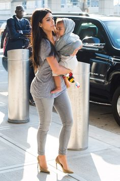 casual mommy outfit with heels - kim kardashian Looks Kim Kardashian, Kardashian Family, Kardashian Style, Look Fashion, Autumn Fashion, Womens Fashion, Kim K Style, My Style, Estilo Vanessa Hudgens