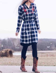 cowboy boots outfit with dress Cowboystiefel Outfit mit Kleid Cowboy Boot Outfits, Dresses With Cowboy Boots, Cowboy Boots Women, Winter Dress Outfits, Winter Fashion Outfits, Autumn Winter Fashion, Fashion Ideas, Women's Fashion, Flannel Dress