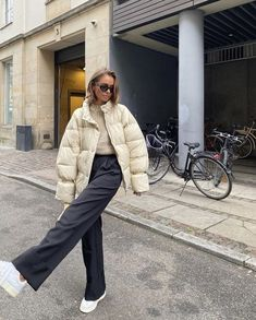 chic ways to style your winter outfits 11 Tumblr Outfits, Indie Outfits, Trendy Outfits, Cool Outfits, Black Outfits, Fashion 2020, Look Fashion, Girl Fashion, French Fashion