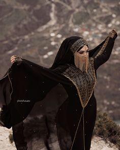 Este posibil ca imaginea să conţină: 1 persoană, în aer liber Hijab Fashion Summer, Niqab Fashion, Modesty Fashion, Muslim Fashion, Winter Fashion, Arab Girls, Muslim Girls, Muslim Women, Arabian Women