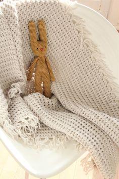 Crochet For Kids, Diy Crochet, Crochet Baby, Plaid Crochet, Diy Accessoires, Crochet Cross, Crochet Videos, Kind Mode, Kids And Parenting