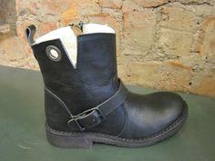 CaSHOTT again, a shorter boot this time, but don't be deceived , all the attributes her big sister Short Boots, Winter Boots, Blues, Cozy, Big, Happy, Girls, Fashion, Moda