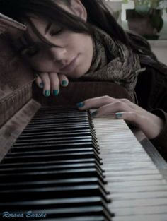 Senior pictures for girls who play piano. Senior picture ideas for musicians. Piano Senior Pictures, Senior Photos, Piano Photography, Senior Photography, Piano Girl, Senior Portrait Poses, Playing Piano, Piano Keys, Music Sing