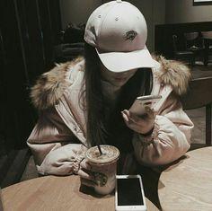 Fotos que. Mode Ulzzang, Ulzzang Korean Girl, Cute Korean Girl, Asian Girl, Swag Girls, Cute Girls, Ulzzang Girl Fashion, Couple Ulzzang, Girl Korea