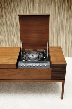 no lifestyle vintage-design category furniture bang-olufsen-stereo Stereo Cabinet, Record Cabinet, Retro Furniture, Furniture Design, Vintage Stereo Console, Vinyl Storage, Audio Design, Bang And Olufsen, Audio Room
