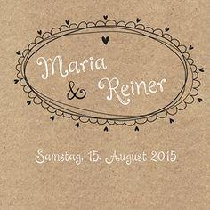 2,24 Hochzeitskarte, bei der die Namen mit Herzen eingerahmt werden, auf einem Hintergrund im Packpapier-Look