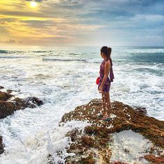 Hi Beautiful Sunset! I'm ready for Your coming   ============================== Photo by teresayuqi Thanks for sharing.  NOTE : KEEP BALI CLEAN IF WANT TO REGRAM FROM THIS PAGE PLEASE MENTION @fascinatingbali & PHOTO'S OWNER. THANKS  ============================== Visit our Site (link on Bio) Keep use hashtag #fascinatingbali to allow Us feature your moment in Bali ============================== #dreamland #beach #sunset #waves #uluwatu #bali #travelawesome #instatravel #adventure #nature…