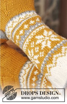 "DROPS Ostern: DROPS Socken in ""Karisma"" mit Norwegermuster. Crochet Socks, Knitting Socks, Free Knitting, Baby Knitting, Knit Crochet, Fair Isle Knitting Patterns, Knitting Blogs, Crochet Patterns, Drops Design"