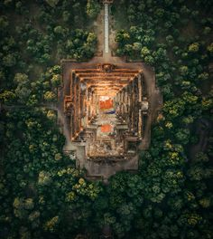 Dotted with gleaming golden temples, the lush landscape of Myanmar is an aerial enthusiast's dream come true. At a sky-high series of photographs taken from drones and hot air balloons, London based architect and photographer Aerial Photography, Art Photography, Digital Photography, Amazing Photography, Landscape Photography, Drones, Houses Of The Holy, Bagan, Buddhist Temple