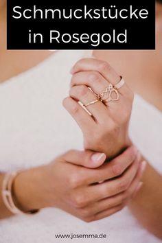 Schmuck in Rosegold, sei es als Ringe, Ketten, Armschmuck oder Ohrringe. Kombiniere verschiedene Schmuckstücke zu einem Set. Rosegold ist harmonisch und kann toll gestylt werden. Auch toll in der Kombi mit Silber. Funkelnde Schmuckstücke findest du bei Josemma. #josemma #schmuck #rosegold #rose #gold #accessoires Wedding Rings, Rose Gold, Engagement Rings, Jewelry, Trends, Filigree Ring, Filigree Jewelry, Fine Jewelry, Statement Rings