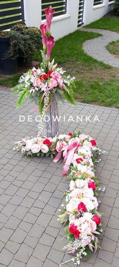 Kompozycja nagrobna w zestawie idealna dekoracja nagrobna na płytę i do wazonu w przepięknej kolorystyce. Table Decorations, Flowers, Home Decor, Decoration Home, Room Decor, Royal Icing Flowers, Home Interior Design, Flower, Florals