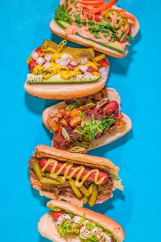 The hot dog, though humble, is so lovable-- Liz Lemon knew this, and so do I. Here are 5 of my favorite hot dog toppings to dress up this classic! French Hot Dog, Hot Dog Buns, Hot Dogs, Chicago Hot Dog, Caramelized Onions Recipe, Hot Dog Toppings, Cheese Buns, Bagel Dog, Smoky Bacon