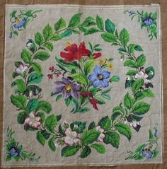 PRETTY ANTIQUE HAND PAINTED BERLIN TAPESTRY PATTERN. WREATH AND FLOWERS. (D)
