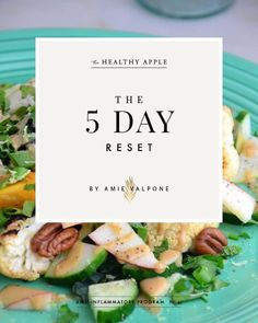 This FREE Homemade Body Cleanse is a wonderful way to kickstart your clean eating and detox plan; it's filled with healthy recipes and tips. Detox Plan, Real Food Recipes, Vegetarian Recipes, Healthy Recipes, Healthy Food, Food Tips, Healthy Meals, Delicious Recipes, Ice Cubes