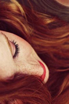 Dat hair. 'Dose freckles. GINGER LOVE!